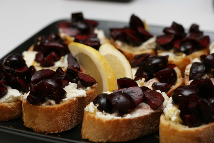 cherry-ricotta-crostini